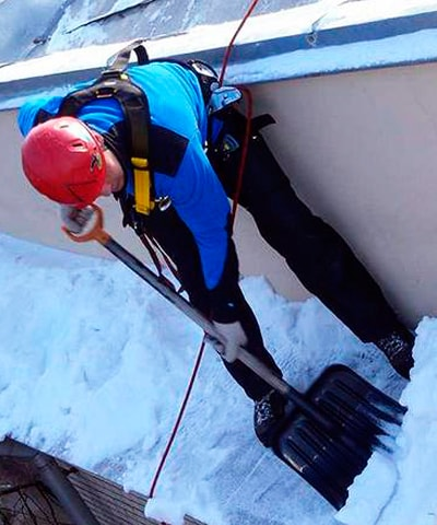 Очистка от снега и наледи с крыш