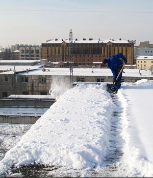 Полная очистка от снега плоских крыш
