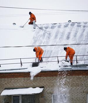 Полная очистка от снега скатных крыш